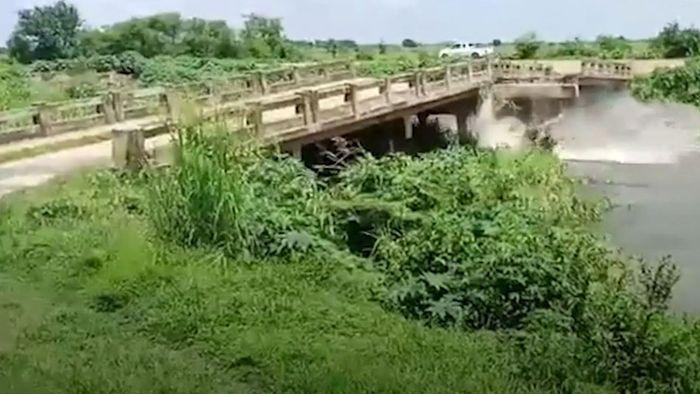 Nach Dauerregen: Brücke in Thailand eingestürzt