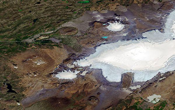 Der geschrumpfte Okjökull am 1. August 2019. Bereits im Jahr 2014 wurde der Gletscher vom Glaziologen Oddur Sigurosson für tot erklärt.