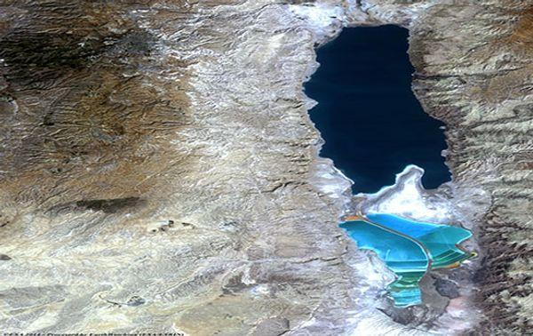 Das Tote Meer ist ein Salzsee, der an Israel, das Westjordanland und Jordanien grenzt. Hier ein Bild vom 24. Oktober 1984.