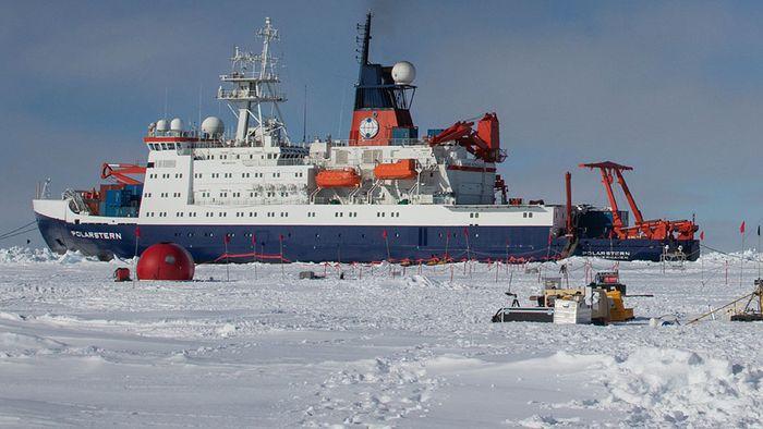 Ein Jahr eingefroren: Forschungsschiff startet wichtige Arktis-Mission
