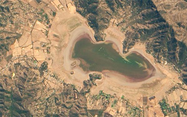Dieses Satellitenbild zeigt den nahezu ausgetrockneten See im März 2019.