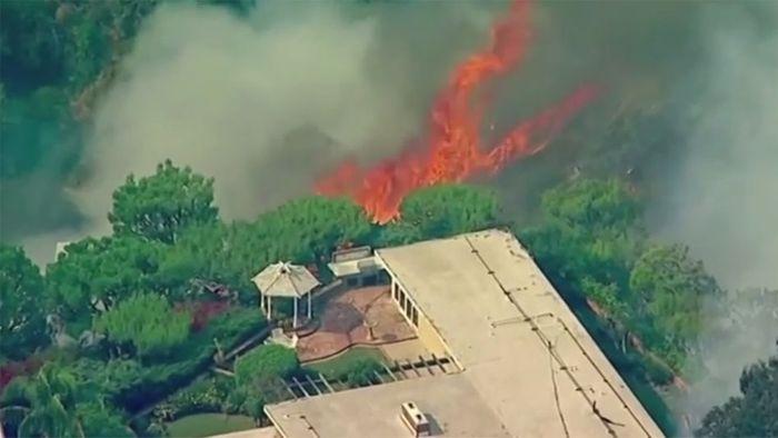 Feuer in Südkalifornien bedrohen Wohngegenden der Reichen
