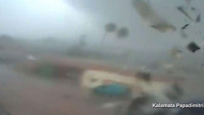 Griechenland: Mächtiger Orkan zerlegt Fabrik