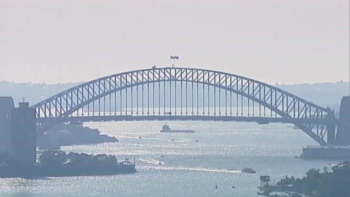 Sydney in Rauch gehüllt: Winde heizen Buschfeuer weiter an