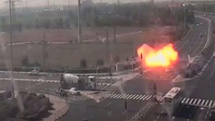 Raketenangriff auf Autobahn: Fahrzeuge haarscharf verfehlt