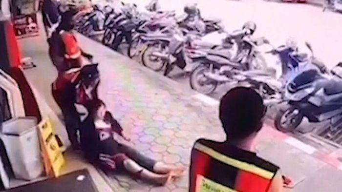 22.000 Volt überlebt: Starkstromkabel fällt auf Frau
