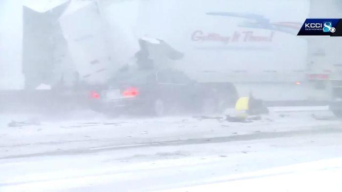 Massenkarambolage bei Schneesturm: Autofahrer krachen in Stauende