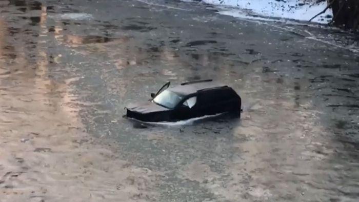 Mit Auto in eisigem Fluss: Siri rettet Teenager das Leben