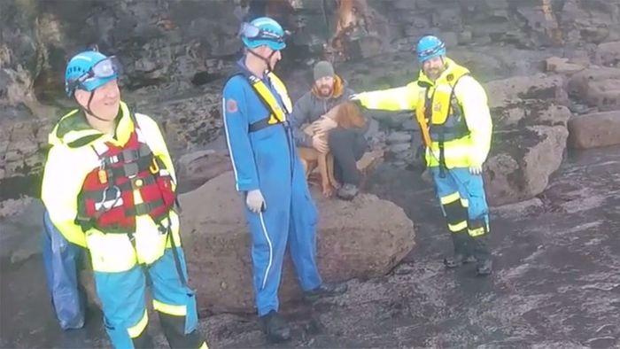 20-Meter-Klippe hinuntergestürzt: Dramatische Hunderettung
