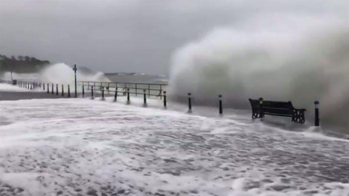 Sturm BRENDAN heizt Briten und Iren ein