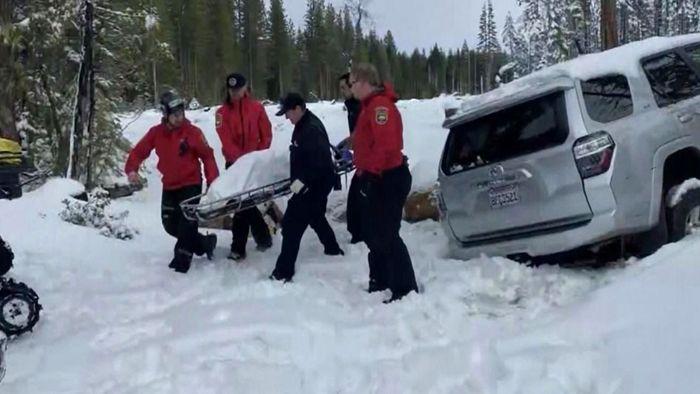 Sechs Tage eingeschneit! Frau wird aus SUV gerettet