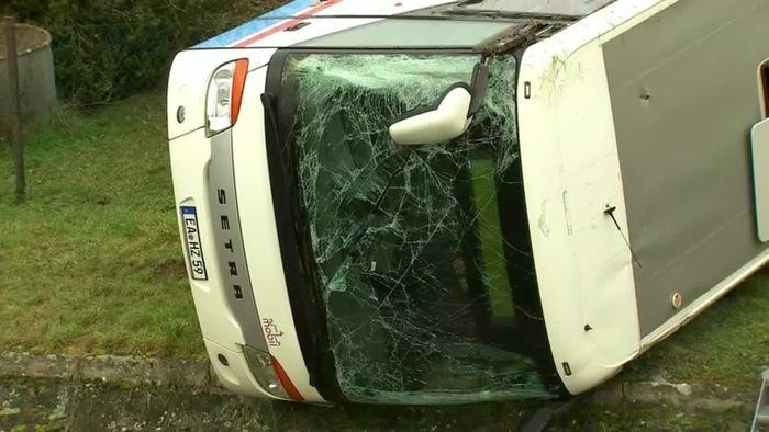 Bei Eisenach: Tote und verletzte Kinder bei Schulbusunfall