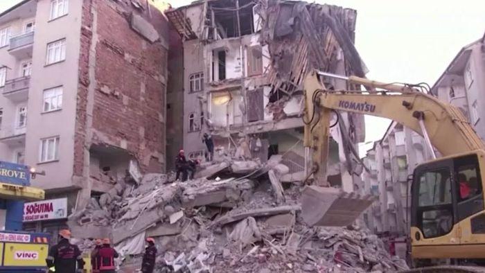Schweres Erdbeben in der Türkei: Viele Tote und Verletzte