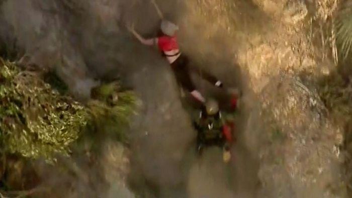 Das war knapp! Frau nach Sturz von Berghang in letzter Sekunde gerettet
