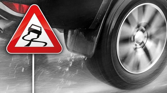Aquaplaning ist im Straßenverkehr enorm gefährlich.