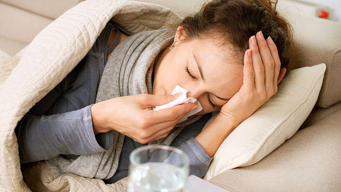 Mit einigen Tipps wirst du deine Erkältung schneller los.