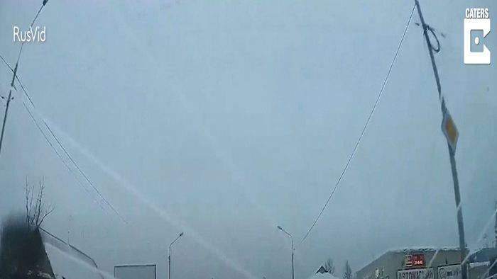 Schockmoment: Eisstücke knallen in Windschutzscheibe