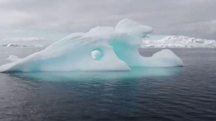 Antarktis: Besorgniserregender Temperaturrekord und riesiger Eisabbruch