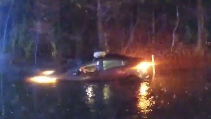 Auto steckt im Hochwasser fest: Insassen aus Fluten gerettet