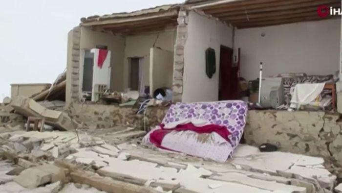 Unter Trümmern begraben: Tote bei Erdbeben in Türkei