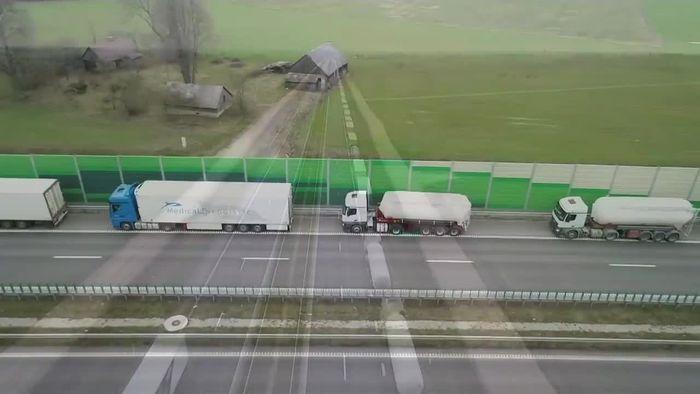 60-Kilometer-Stau: Unzählige Lastwagen warten an Grenze zu Polen