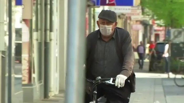 In Geschäften: Hanau führt Maskenpflicht ein