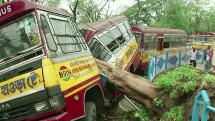 Schneise der Verwüstung! Zyklon AMPHAN wütet über Indien