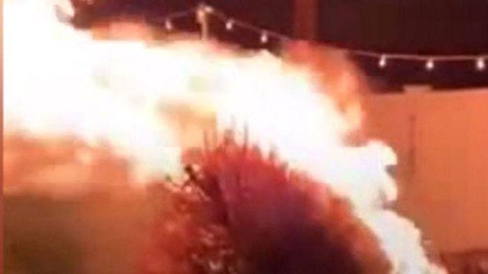 Weihnachtsbaum im Mai verbrannt: Familientradition endet in Flammenmeer