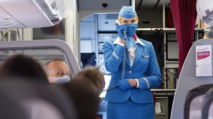 An Flughäfen und im Flugzeug gelten spezielle Corona-Regeln.