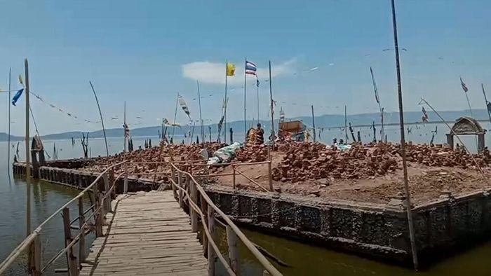 Dürre senkt Wasserpegel: Alter Buddhistentempel in Stausee aufgetaucht