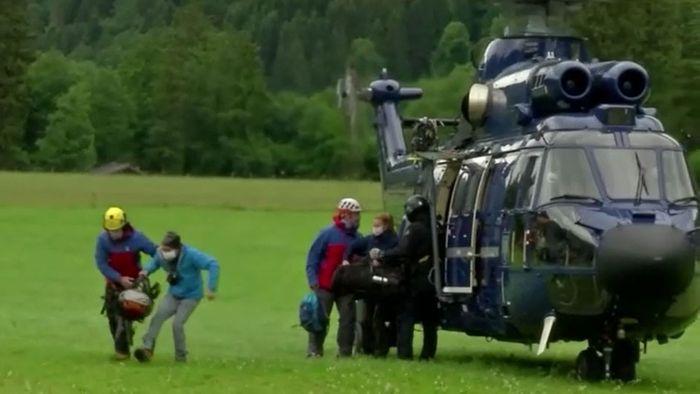 Nach schweren Unwettern - Wanderer per Hubschrauber aus Berghütte evakuiert