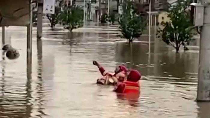Hunderttausende betroffen! Überschwemmungen in China