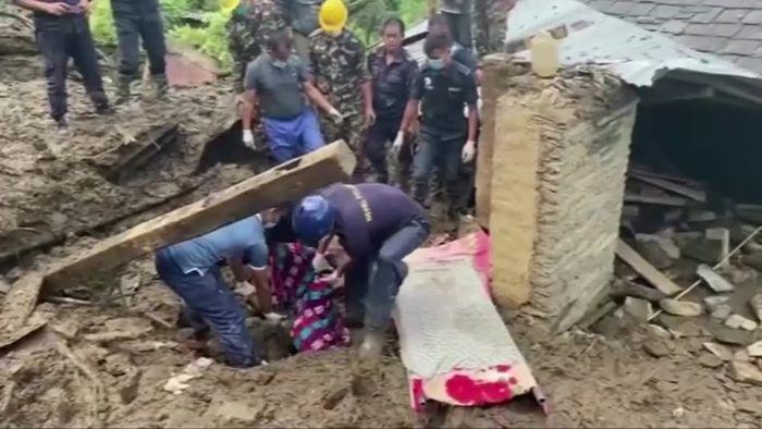 Dutzende Tote nach Erdrutschen in Nepal