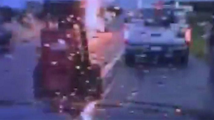 Um Haaresbreite: Polizist entgeht gefährlichem Blitzeinschlag