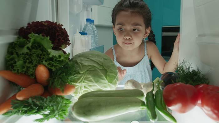 Bei Hitze solltest du einige Lebensmittel im Kühlschrank lagern.