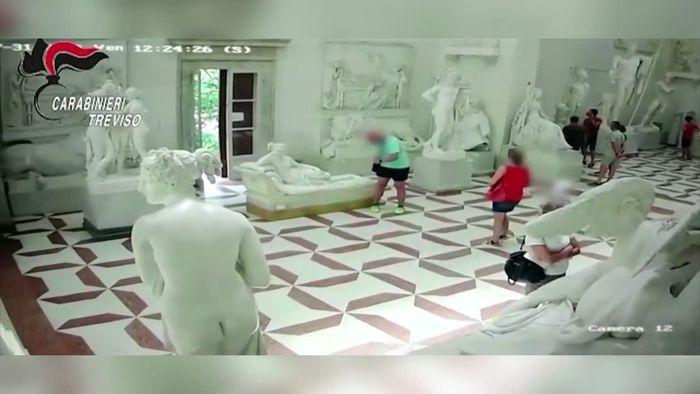 Bei Foto im Museum: Österreicher bricht 200 Jahre alten Statue Zehen ab