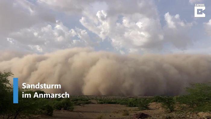 """""""Angsteinflößend"""": Gigantischer Sandsturm verschlingt Dorf"""