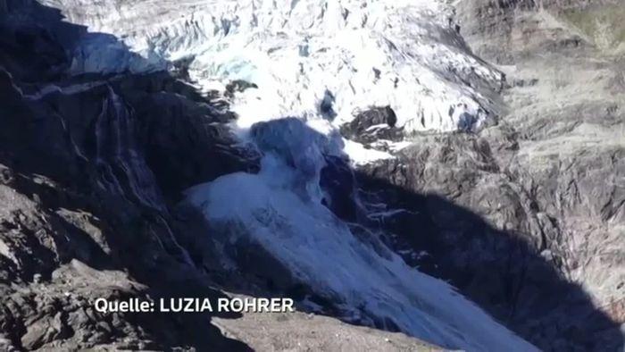 Wanderer filmen Gletscherabbruch in der Schweiz