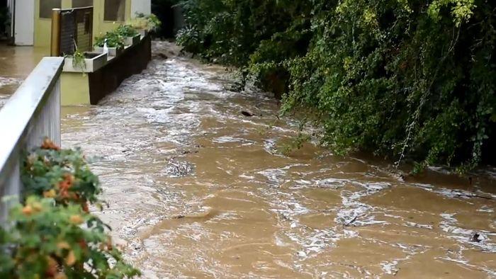 Über 200 vollgelaufene Keller! Schwere Überflutungen in Hessen