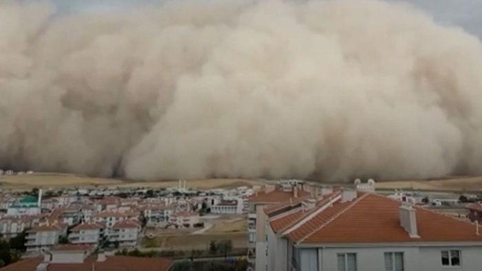 Mehrere Verletzte! Sandsturm fegt über Ankara hinweg