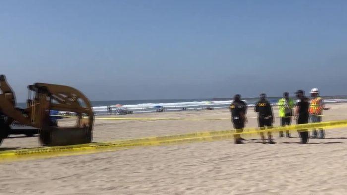 Am Strand geschlafen: Bagger überrollt Frau