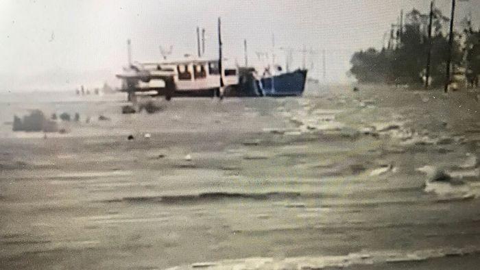 Boot landet auf Straße: So heftig tobt Hurrikan ZETA in Louisiana