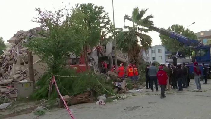 Erdbeben in Izmir: Todeszahl steigt, Bergungsarbeiten dauern an