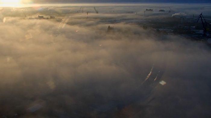 So schön kann Wetter sein! Hamburger Hafen erwacht unter Nebeldecke