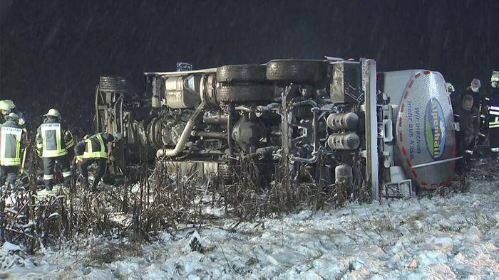 Am Mittwoch verursachte Neuschnee zahlreiche Unfälle.