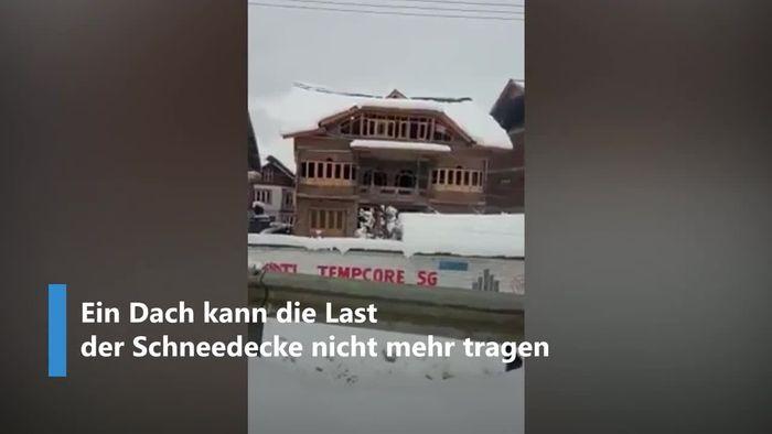 Dicke Schneedecke bringt Hausdach zum Einsturz