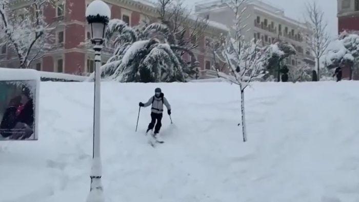Skifahren in Madrid?! Schnee hat Metropole fest im Griff