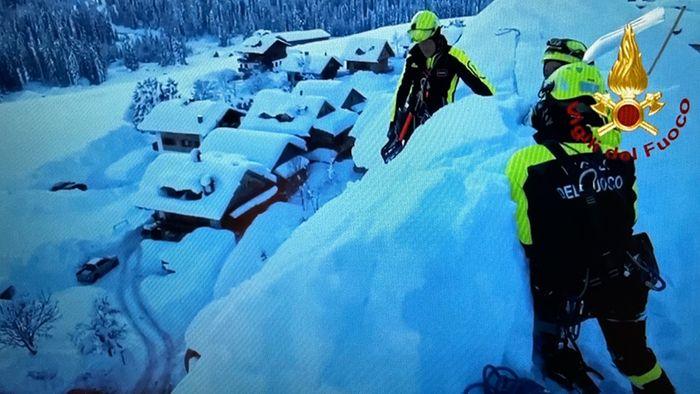 Heftige Schneefälle in Italien: Kirche vor Einsturz gerettet