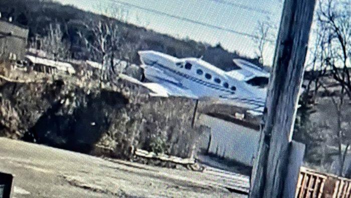 Kleinflugzeug–Pilot überlebt Horrorcrash