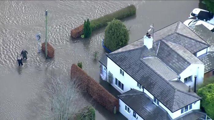 Altenheim-Bewohner gefährdet: Schwere Überschwemmungen in Großbritannien
